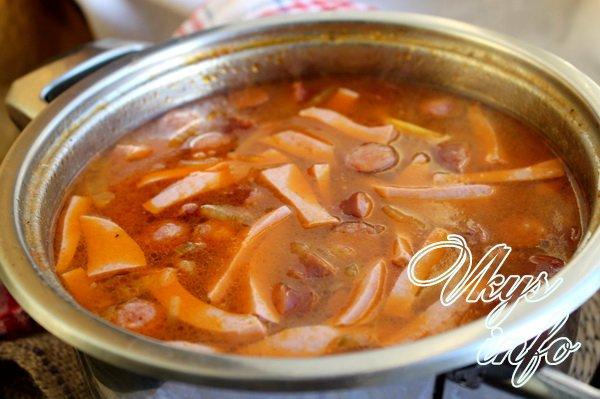 суп солянка варится