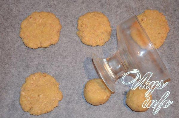 лепим овсянное печенье