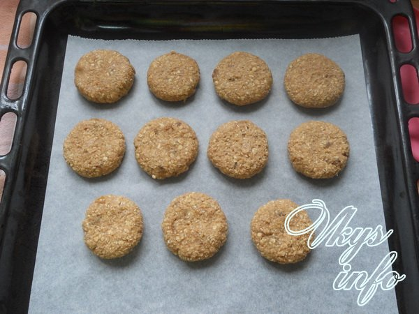 печем печенье из овсянных хлопьев