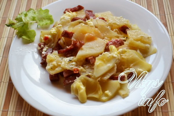 Картошка с майонезом и колбасой в духовке рецепт