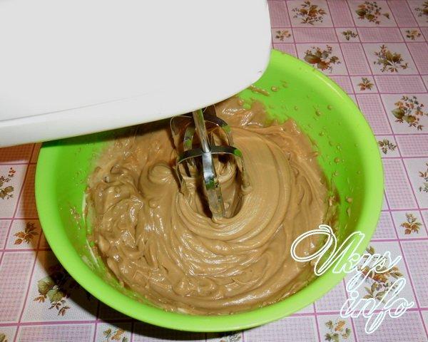 Пирог из коржей со сгущенкой
