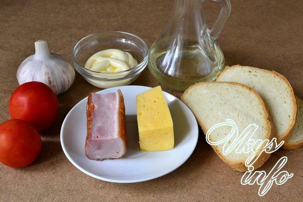 Салат с сыром и помидорами с ветчиной и