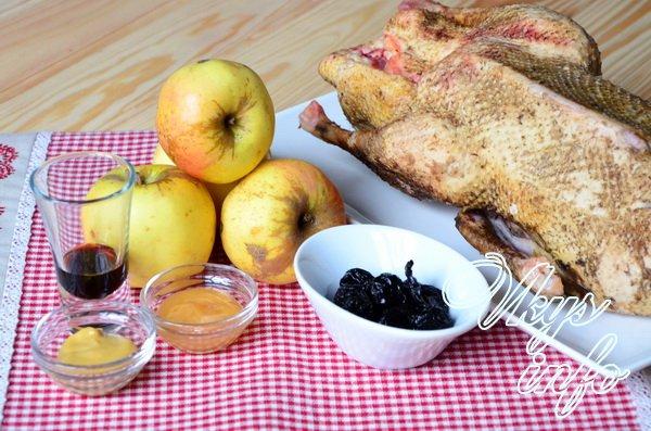 Утка с яблоками и черносливом в духовке рецепт с фото