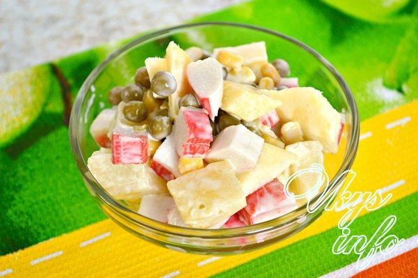 рецепт салатов из крабовых палочек с горошком