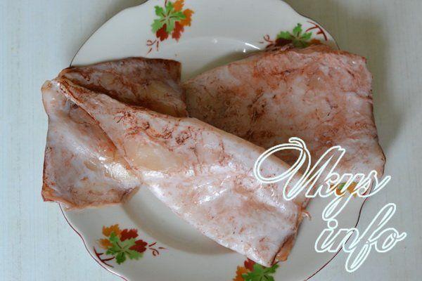 Салат с кальмарами и крабовыми палочками и свежим огурцом