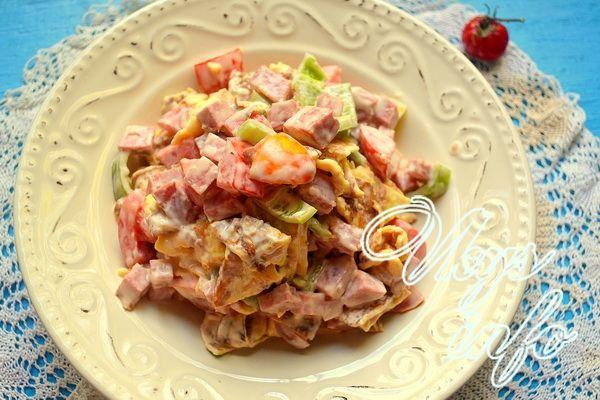 салат блинный с колбасой рецепт с фото