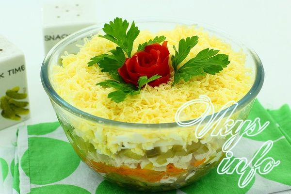 слоеный салат с курицей с солеными огурцами рецепт
