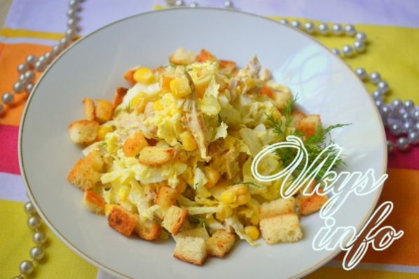 салат с сухариками и копченой грудкой рецепт с