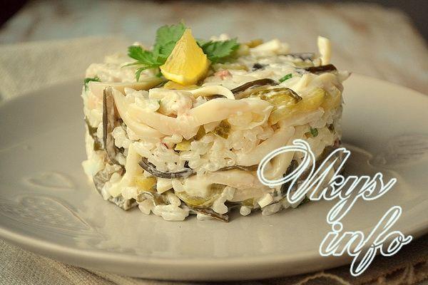 рецепт салата из кальмаров с кукурузой и рисом