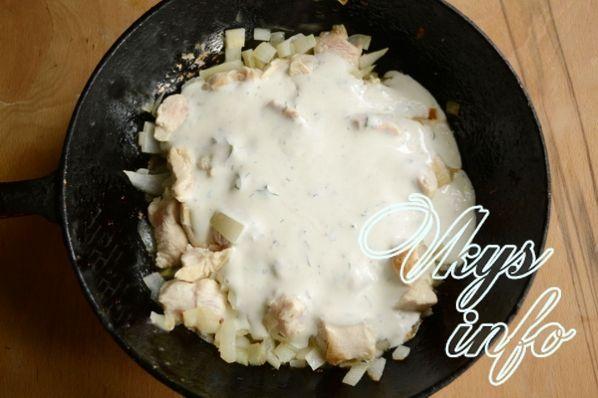 курица в сметанном соусе на сковороде рецепт с фото