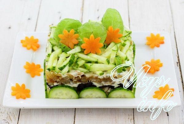 salat chernoslivom i kuricej 11
