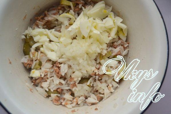 рецепт салата с ветчиной и рисом и огурцом