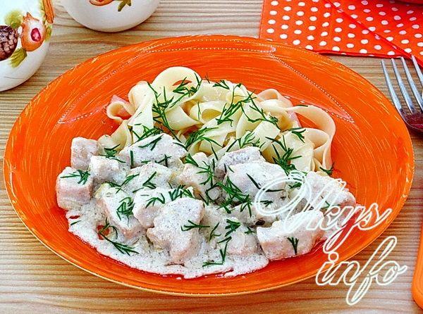рецепт Куриное филе в сметанном соусе на сковороде