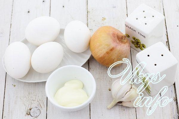 Яйца фаршированные сыром и чесноком фото рецепт