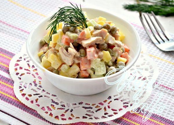 Салат с кальмарами маринованными рецепт