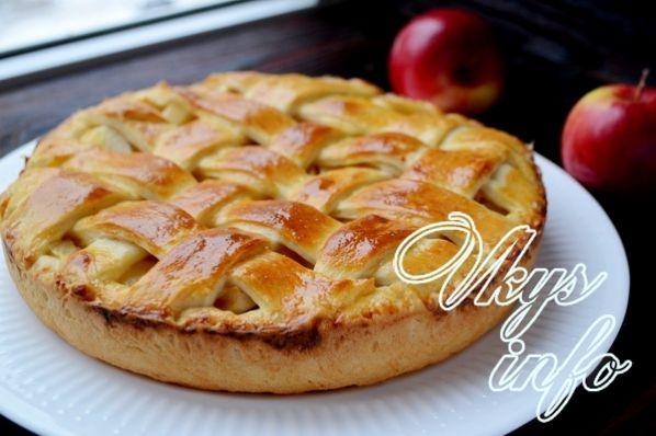Закрытый пирог из дрожжевого теста с яблоками
