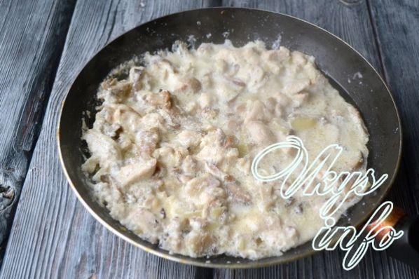 Блины с грибами и курицей в сливочном соусе рецепт с фото