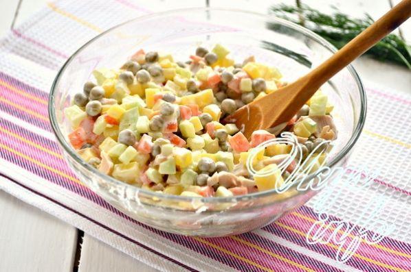 Простой салат с консервированным кальмаром рецепт с