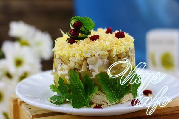 Салат нежность с креветками и ананасом и грибами