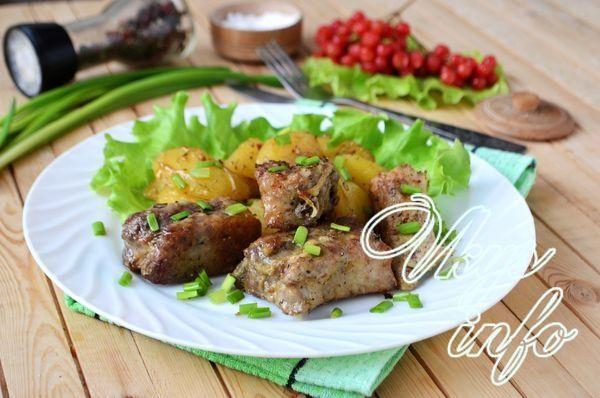 рецепт Свиные ребрышки с картошкой в духовке