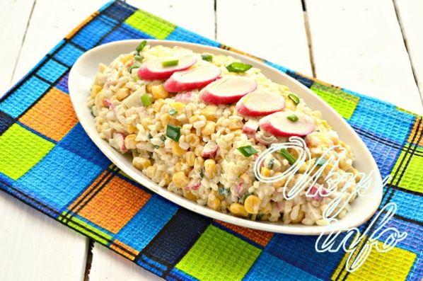 klassik salat iz krabovyh palochek s risom 9