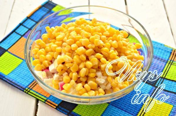klassik salat iz krabovyh palochek s risom 5