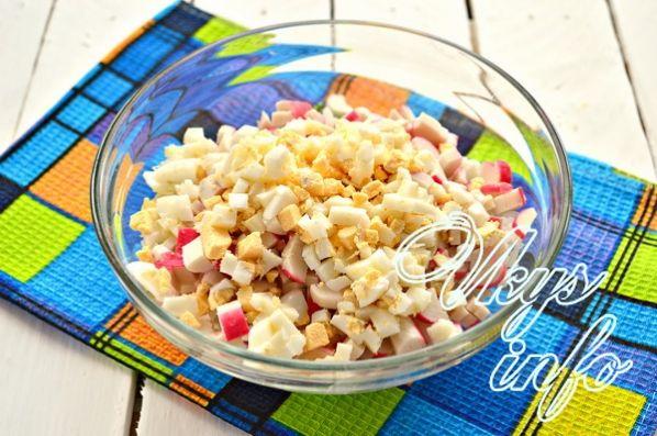 klassik salat iz krabovyh palochek s risom 4