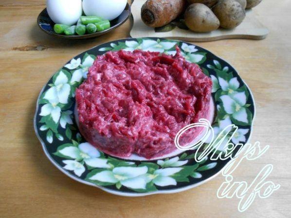 Салат из вареной свеклы с картофелем и