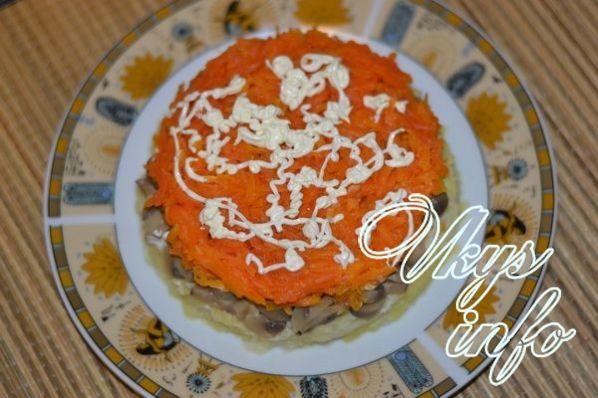 салат с курицей и грибами и картошкой слоями рецепт