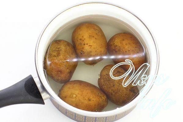 Как приготовить вкусно картошку в духовке с майонезом и сыром 8