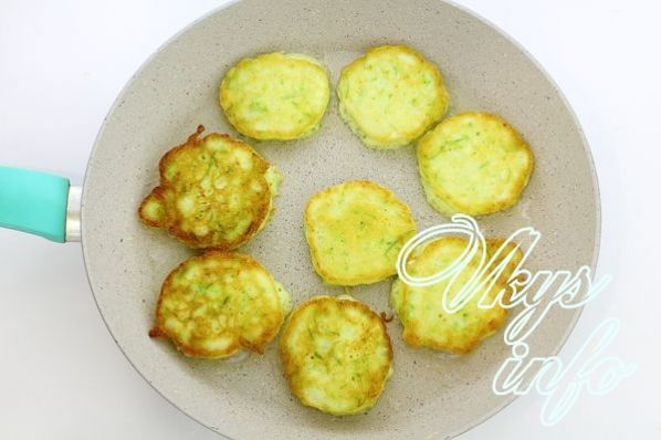 Пышные оладьи из кабачков на кефире рецепт с фото