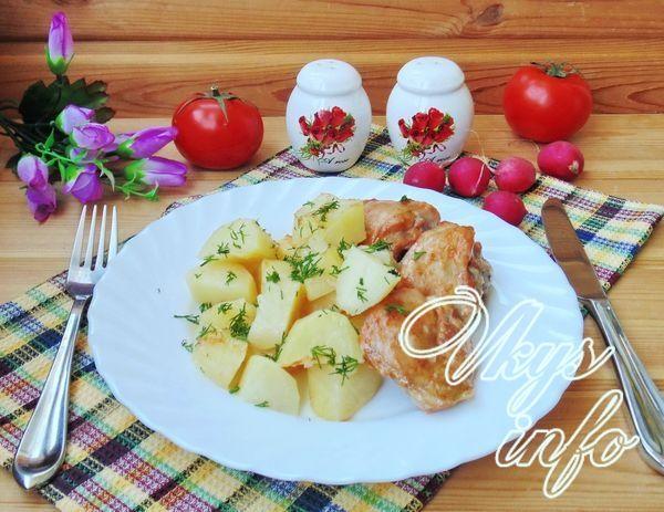 Куриные бедрышки с картошкой на противне в духовке