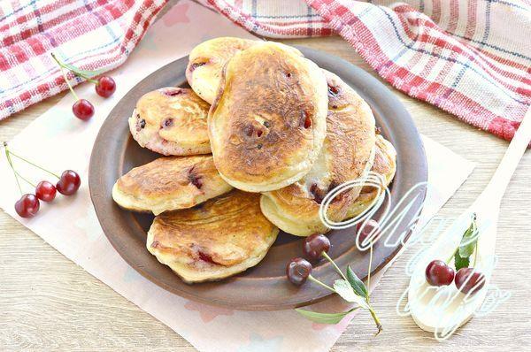 Оладьи на кефире со свежей вишней - рецепт пошаговый с фото