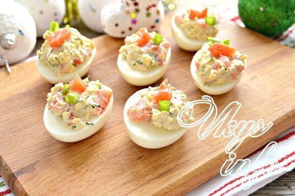 Яйца фаршированные красной рыбой - рецепт пошаговый с фото